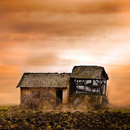 Old house on field by Ђорђе Новаков - Buildings & Architecture Other Exteriors ( srbija, field, djordje novakov photography, old, sky, serbia, sunset, sunrise, house, pancevo, djordje novakov foto )