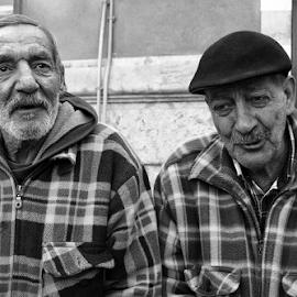 Friends by Fernando Alves Fotografia - People Street & Candids