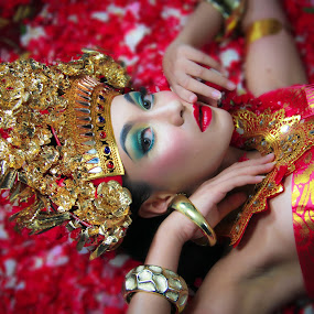 Bali Dancer by Wahyu Fathor - People Musicians & Entertainers