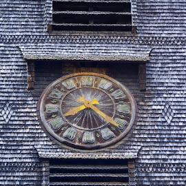 Horloge by Bruno Gueroult - Artistic Objects Antiques ( pentax kx, horloge, france, toit, honfleur, toiture,  )
