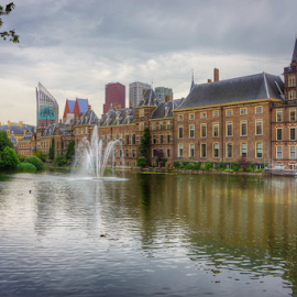 Binnenhof Den Haag ... Dimana Tweede Kamer = Parlement berkedudukan ... Makanya Den Haag adalah Kota Administratif Belanda dimana Raja memerintah dari Kota ini ... IK HOU VAN DEN HAAG ... ❤️❤️❤️ by Maritha Graph - Buildings & Architecture Office Buildings & Hotels