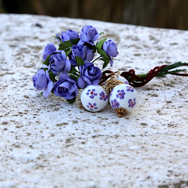 Ceramic pendent by Ecaterina T. - Artistic Objects Clothing & Accessories ( white color, beautiful surprise, traditional work, handmade, bunch of violet flowers, sicilian, paper roses., nice present, bijou furniture, caltagirone, artisanal, italy, golden, ceramic pendent )