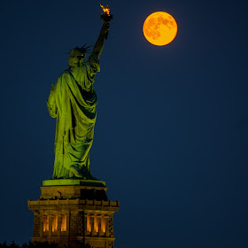 Supermoon and Statue of Liberty  (1 of 1).jpg