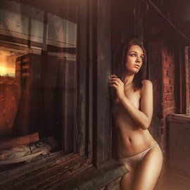 warm sundown by Eugene Schultz - People Portraits of Women ( reflection, girl, warm, sundown, hot )