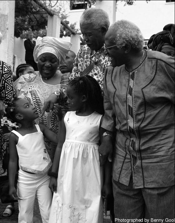 """""""ฉันจำอะไรไม่ค่อยได้มากนักเกี่ยวกับครั้งแรกที่ได้พบ Madiba จำได้แค่เพียงรอยยิ้มของเขาและรอยยิ้มของคนอื่นทุกคนที่อยู่รอบตัวเขา"""""""
