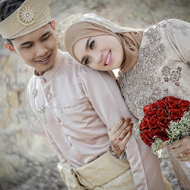 Malay wedding  by Mohd hafizan Ilias - Wedding Other ( kahwin, wedding, beautifull, malaywedding, malay, bokehlicious, couple, hafizilias, young, flower )