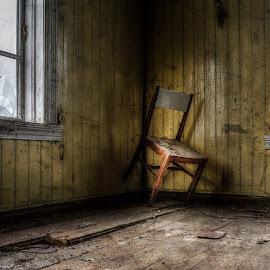 by Dirk Rosin - Artistic Objects Furniture ( norwegen, lr-bearbeitet, lost-place, sponvika, østfold, norge, norway )