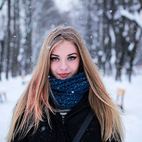 D.Rk by Andi Topiczer - People Portraits of Women ( portret, 50mm, bokeh, portrait, brasov, contrast, blonde, winter, iarna, trees, canon 60d, smile, hair )