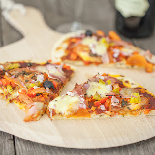 Pizza Mozzarella With Ham And Peppers