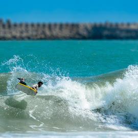 Boogie Boarding Maui by Warren Antiola - Sports & Fitness Surfing