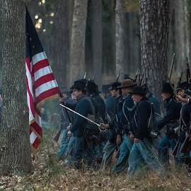 Union attack Fort McAllister by Mike Watts - News & Events US Events ( fort mcallister, 1800's, civil war, people )