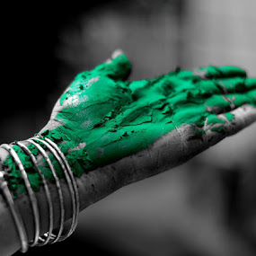 Calling out by Abhishek Shirali - People Body Parts ( selective colour, green, black & white, india, bangles, holi )