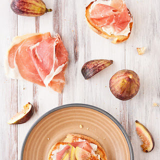 Crostini with Fig, Prosciutto, and Goat Cheese