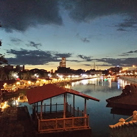 Floating Market by Pavithra Kothalawala - Instagram & Mobile Android ( water, colombo, sunset, evening, mobile )