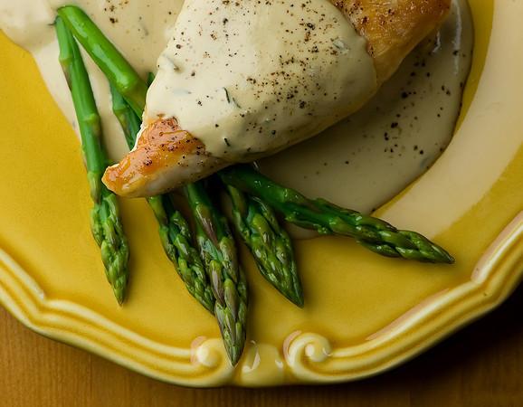 Chicken with Mustard Wine Cream Sauce Recept | Yummly