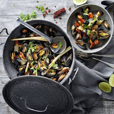 Mussels in Thai broth