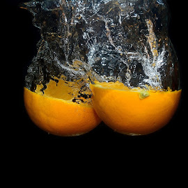 Orange in water  by Mohamed Mahdy - Food & Drink Fruits & Vegetables ( water, orange, fruit, drops water, fruits, drops, nikon )