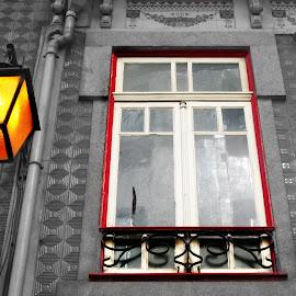 O candeeiro e a janela by Lia Ribeiro - Digital Art Things