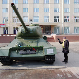 How to face up to a Russian tank by Paul Nelson - City,  Street & Park  Street Scenes