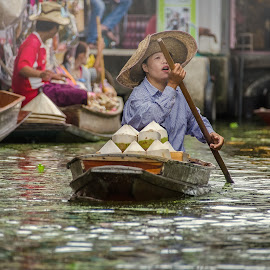 by Leong Jh - People Street & Candids ( floating market, thailand, nikon, women, water market )