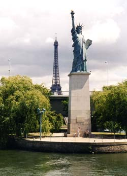 Paris.seine.liberty.250pix.jpg