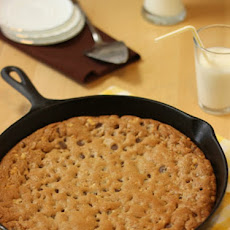 Giant Chocolate Chip Cookie Baked in a Skillet –