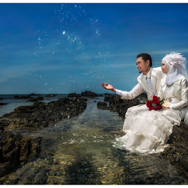Love's Sprinkle by Mat Ismail - Wedding Bride & Groom