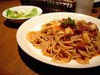 ベーコンとモッツァレラチーズのトマトソースパスタ(KURA)