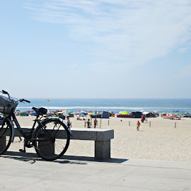Á tua espera... by Lia Ribeiro - Transportation Bicycles