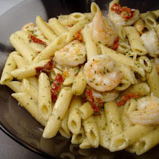 One Pan Pasta With Creamy Shrimp and Pesto Sauce