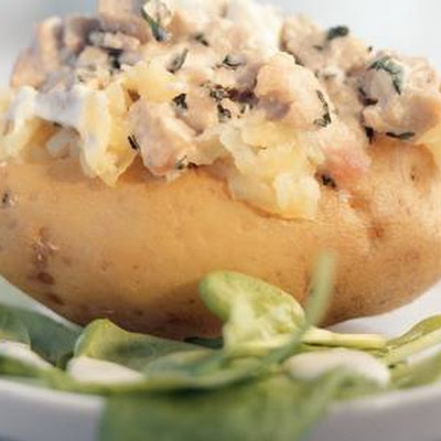 Jacket Potato Met Tonijn En Spinaziesalade