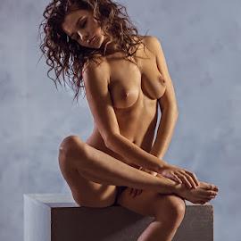 Kris  by Dmitry Laudin - Nudes & Boudoir Artistic Nude ( studio, model, nude )