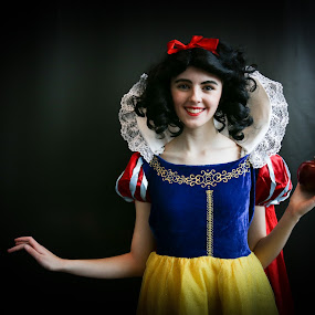 Snow White by VAM Photography - People Street & Candids ( woman, comic con, convention, places, nyc, snow white,  )