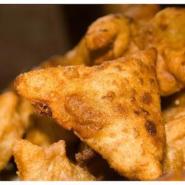 samooza by Sreekumar Paikkat - Food & Drink Plated Food ( teasnacks, meatsnacks, ramsaan, firedmeatsnacks, snacks, samooza,  )