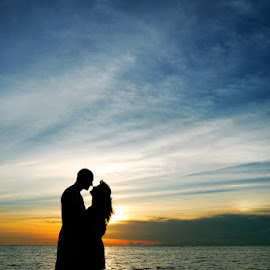 Silhouette of Love by Amin Basyir Supatra - Wedding Other ( love, bali, sunset, silhouette, beach )