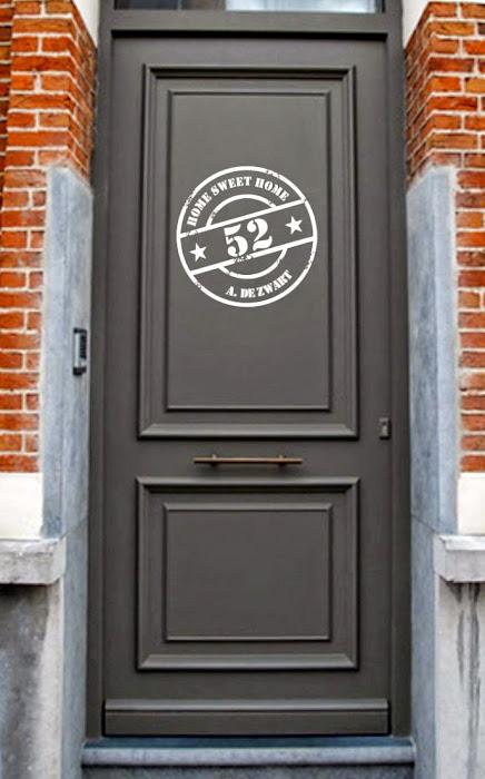 stoere-familienaam-stempelsticker-op-de-voordeur.1358106956-van-ilsestickerdesign.jpg