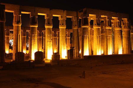 Obiective turistice Egipt: Templul Luxor noaptea