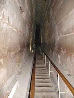 потолок камеры смесителя большой галереи пирамиды хеопса сделан из высококачественного гранита