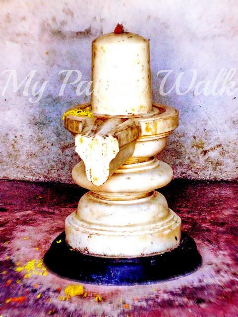 Close-up of white Shiva lingam in Rajbari Temple prayer room, Kalna, West Bengal