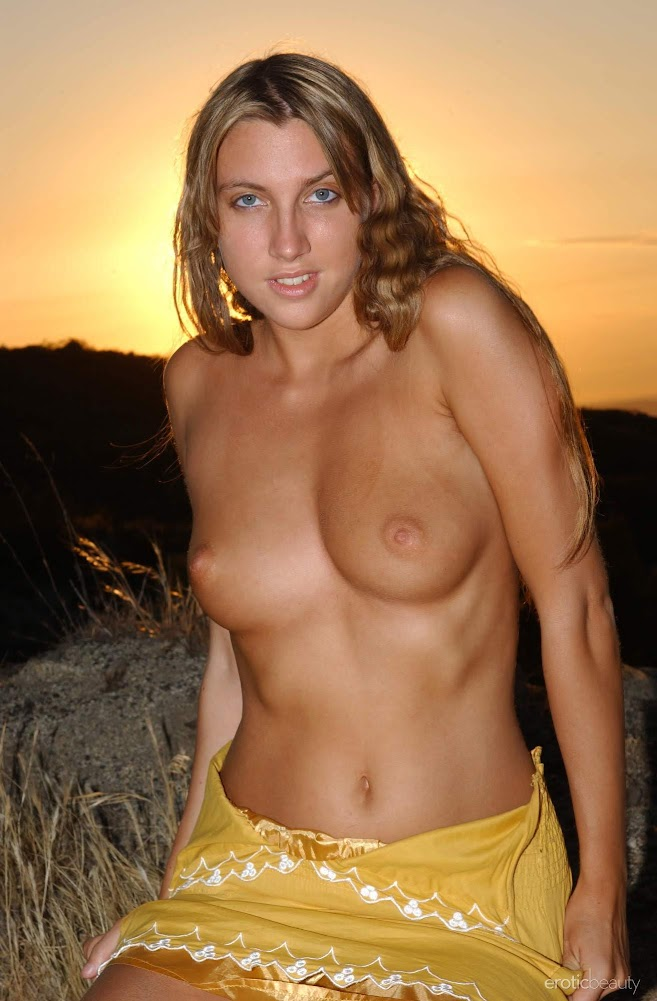 cover_75156249 [Eroticbeauty] Presenting Stella Luv