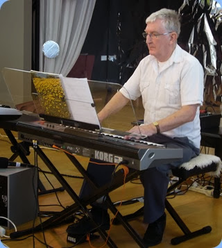 Gordon Sutherland playing his Korg Pa3X