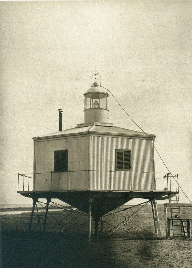 Faro de la Punta del Fangar. C. 1867. Jose Martinez Sanchez. Del libro De Paris a Cadis.Calotipia y Col-lodio.jpg