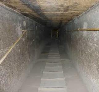 гранитный волновод к вибратору пирамиды хеопса - туннель облицованный полированным гранитом