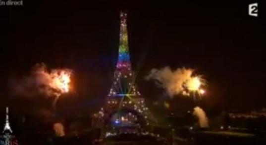 Feu d'artifice du 14 juillet 2013 - La Tour Eiffel illuminée aux couleurs du mariage gay ? (vidéo) dans France paris+14+juillet+2013+tour+eiffel+habill%C3%A9e+aux+couleurs+du+mariage+gay+