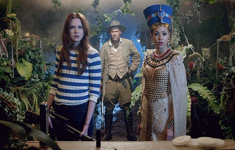 Dr Who, dinosaurs on a spaceship, Amy Pond and Queen Nefertiti of Egypt look perplexed
