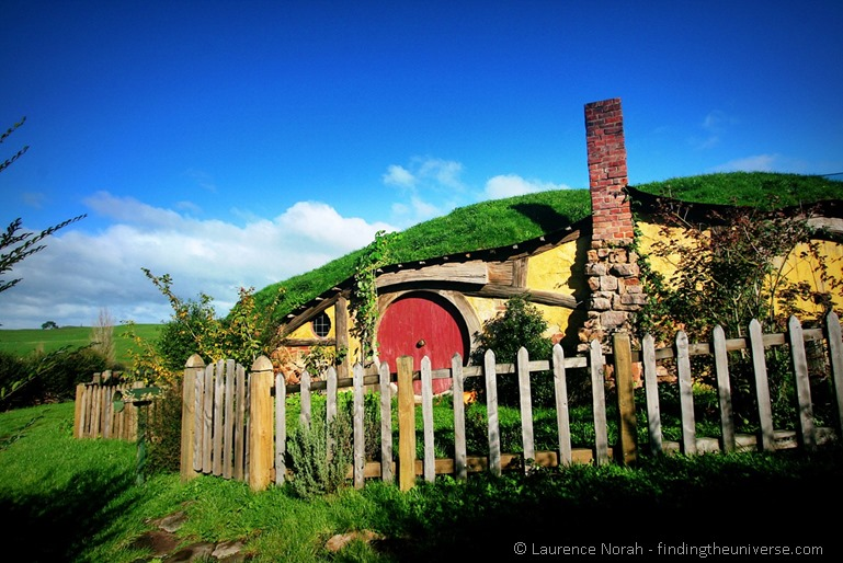 Hobbit hole in hobbiton New Zealand