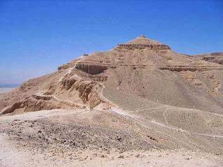 первый и самый мощный пирамидальный генератор Египта это   пирамида Эль-Курн