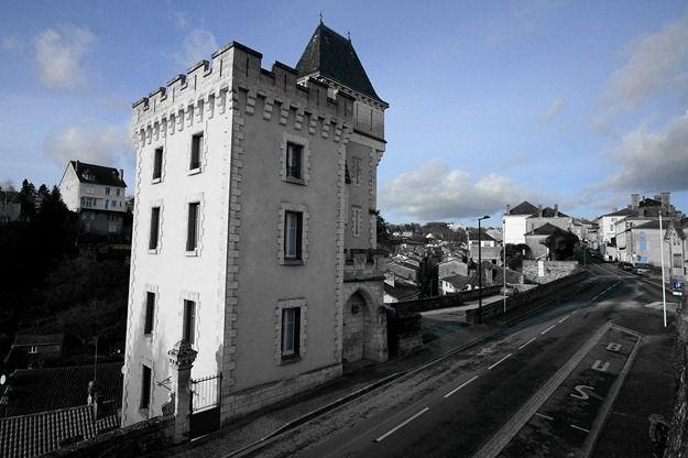 Nontron entrance castle coloured.png