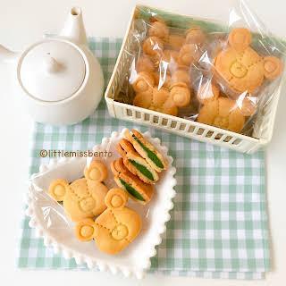 Matcha Ganache Sandwich Cookie.