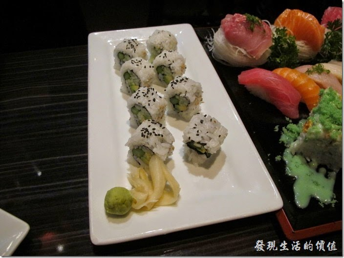 美國-路易斯威爾(Louisville) Sake Blue日本料理。AAC roll (Cucumber, avocado & asparagus),US$8.0(黃瓜,酪梨和蘆筍)。